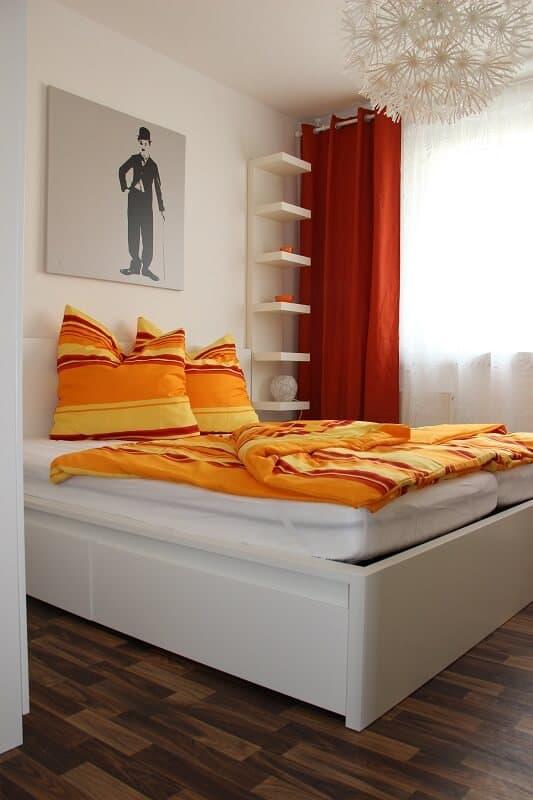 Ein gemütliches Schlafzimmer.